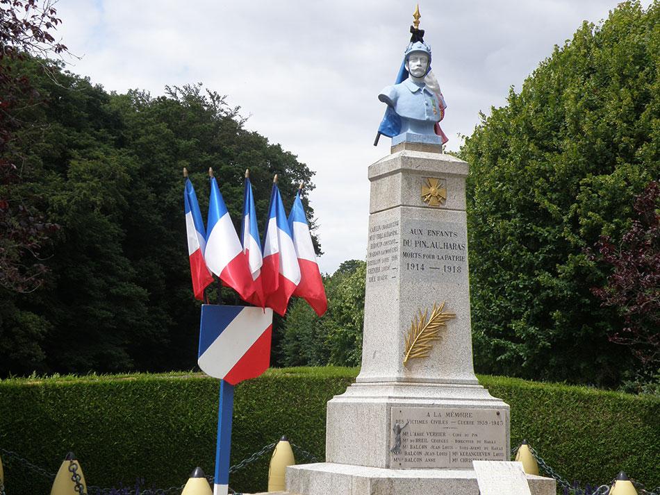 drapeaux france monuments aux mort